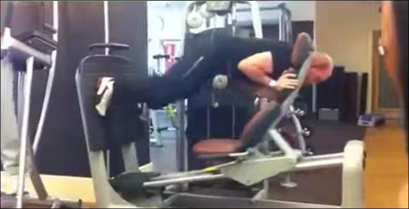 Странные люди в спортзале