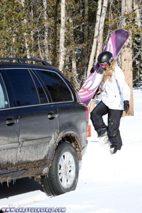 car-stuck-girls-12
