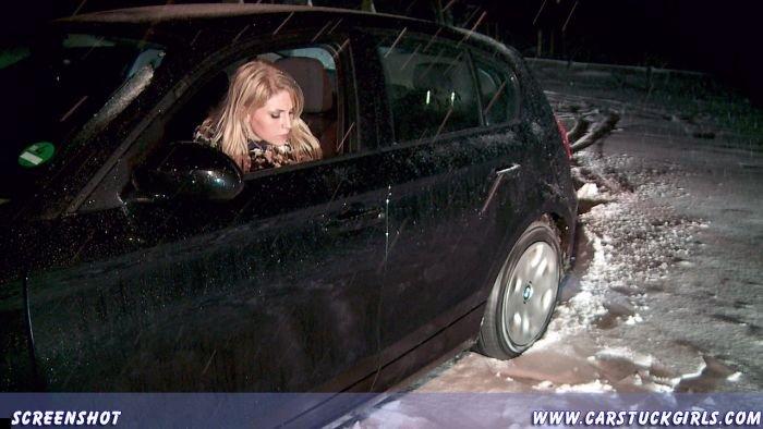 car-stuck-girls-13