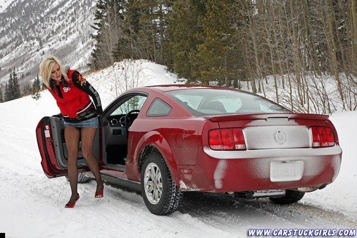 car-stuck-girls-14