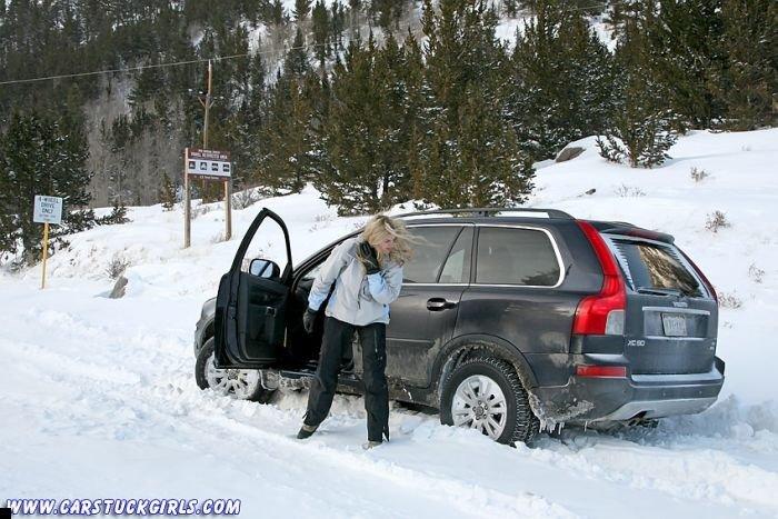 car-stuck-girls-18