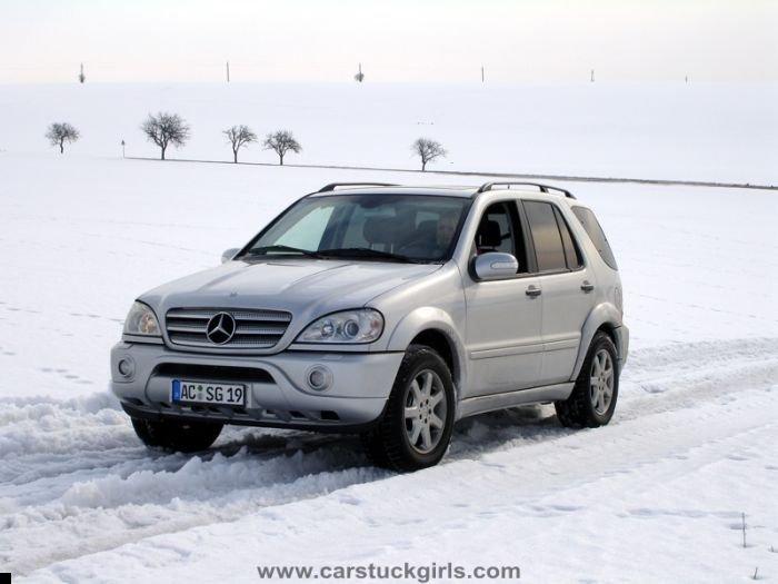 car-stuck-girls-19