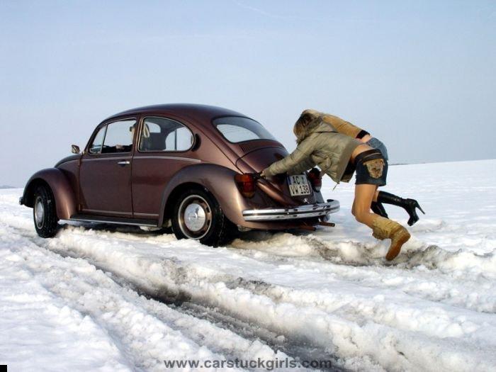 car-stuck-girls-21
