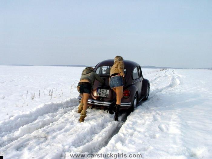 car-stuck-girls-22