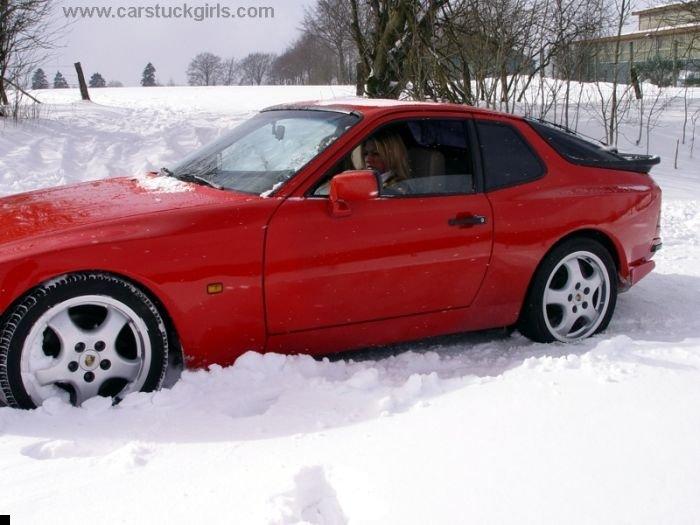 car-stuck-girls-25