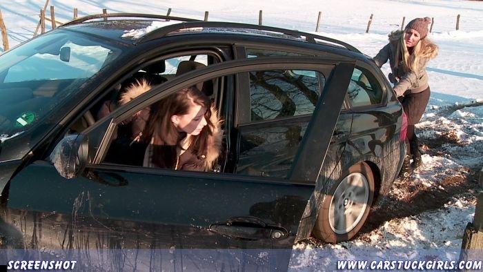 car-stuck-girls-26
