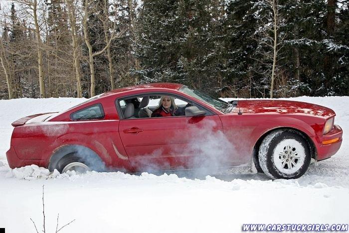 car-stuck-girls-29