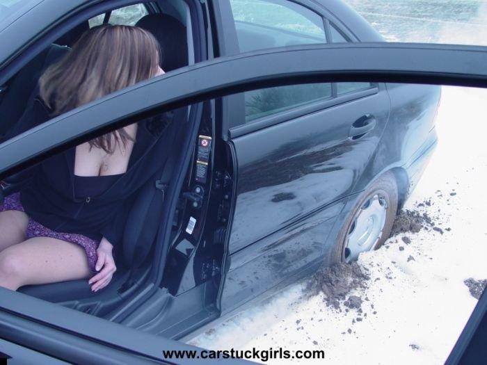 car-stuck-girls-30