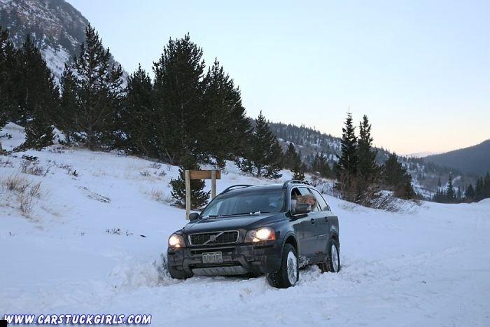 car-stuck-girls-32