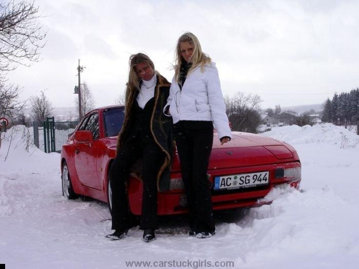 car-stuck-girls-33