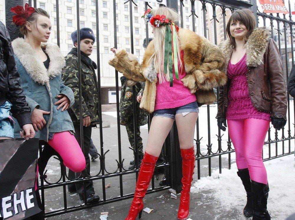 http://www.prikol.ru/wp-content/gallery/january-2010/femen-sexit-poll-06.jpg
