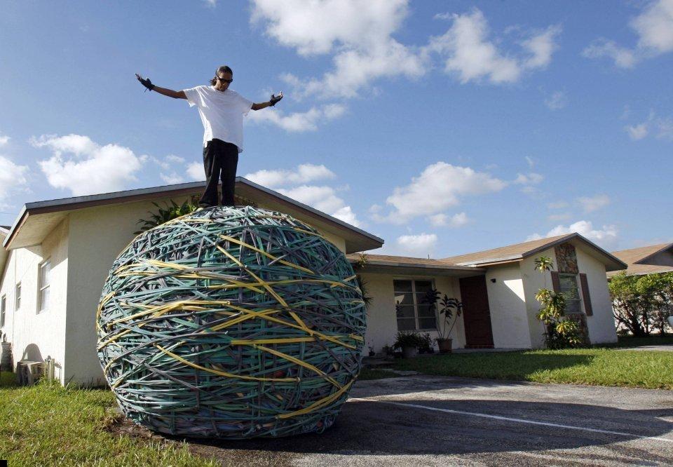 world-biggest-rubber-ball-05