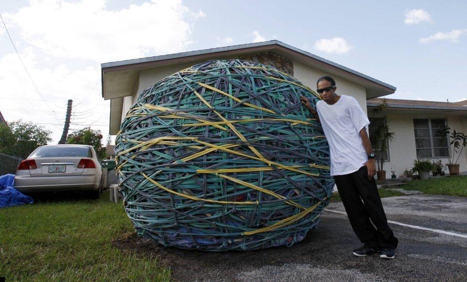 world-biggest-rubber-ball-06