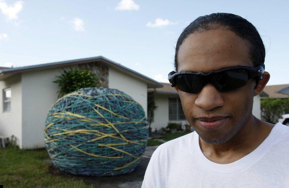 world-biggest-rubber-ball-07