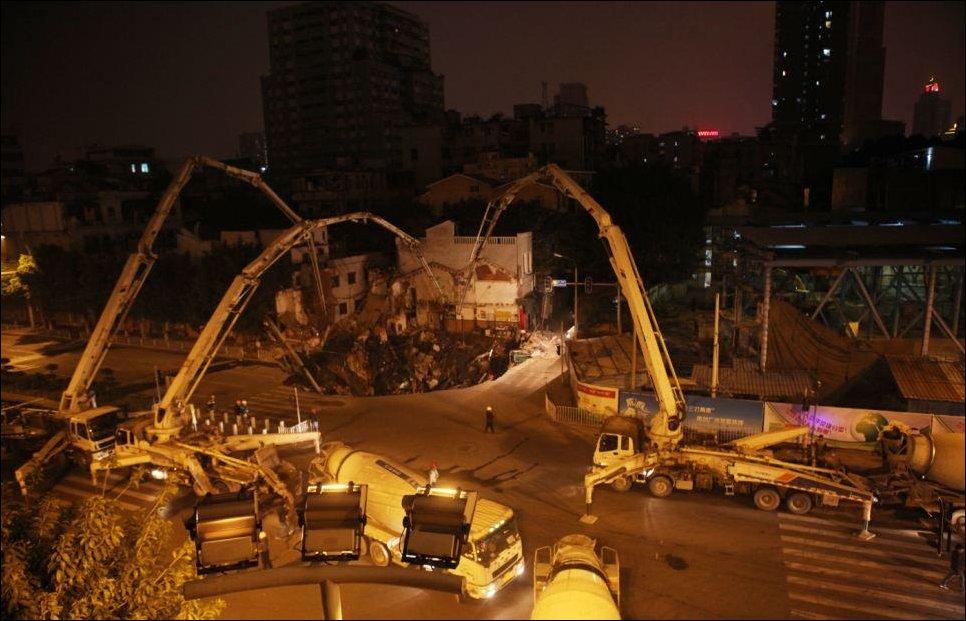 Три магазина провалились под землю в Китае