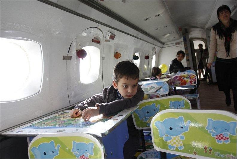 Детский сад на борту самолета