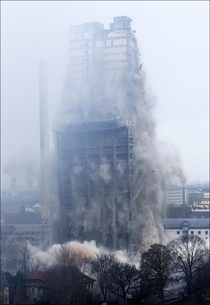 Взрыв небоскреба в Франкфурте