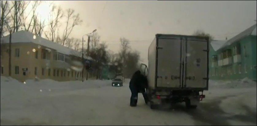 Битва водителя грузовика с пешеходом