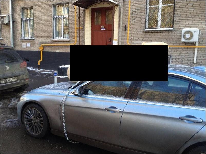 Блогеру KermlinRussia украсили машину