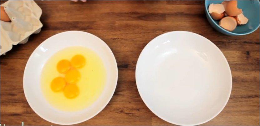 Простой способ отделить желток от белка