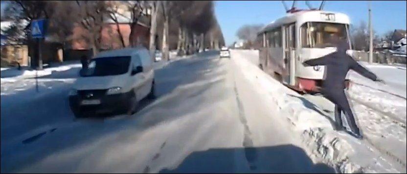 Чуть не попал под трамвай