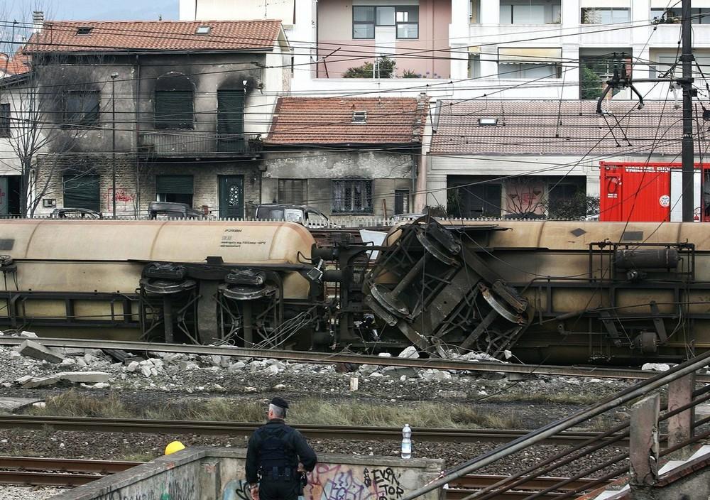 italy-train-crash-07