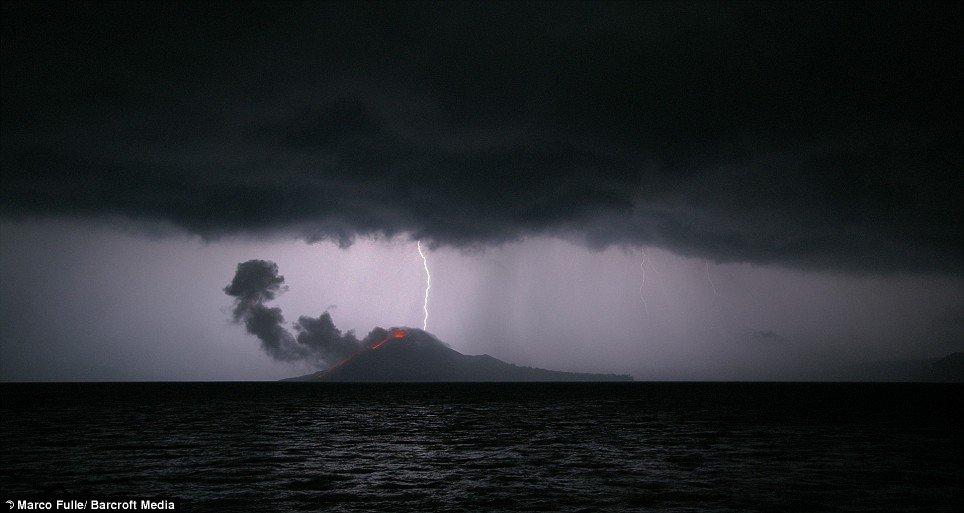 krakatoa-volcano-02