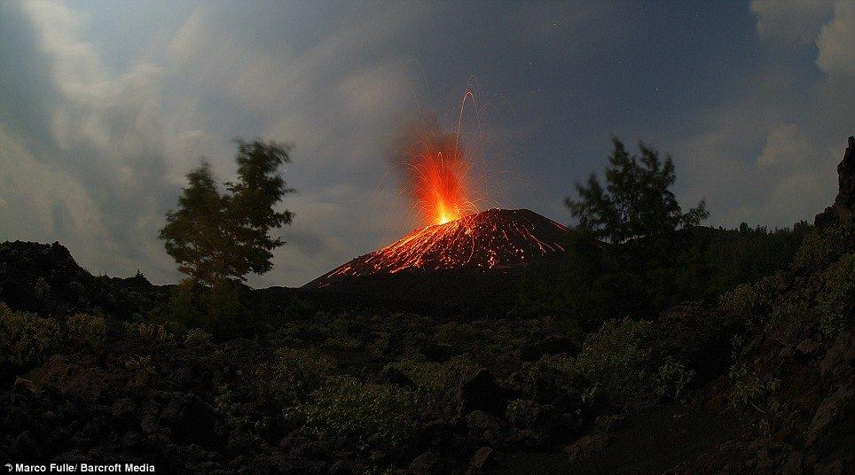 krakatoa-volcano-03