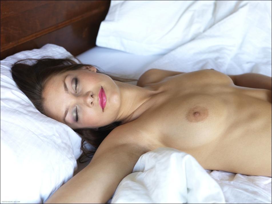 ежедневно заливаем эротика спящих девушек фото фотосессии моделей девушек