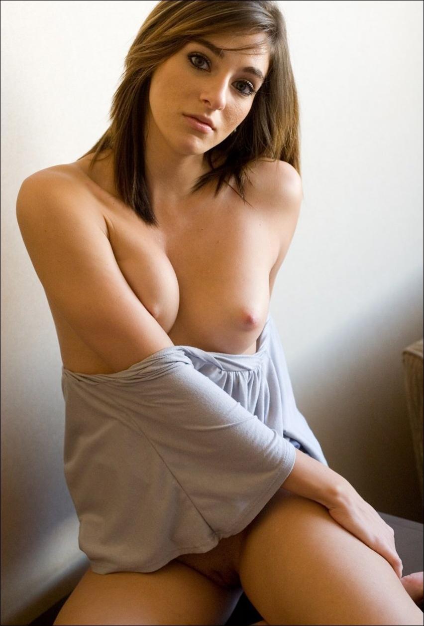 Шикарную начальницу, частные фото французских голых девушек