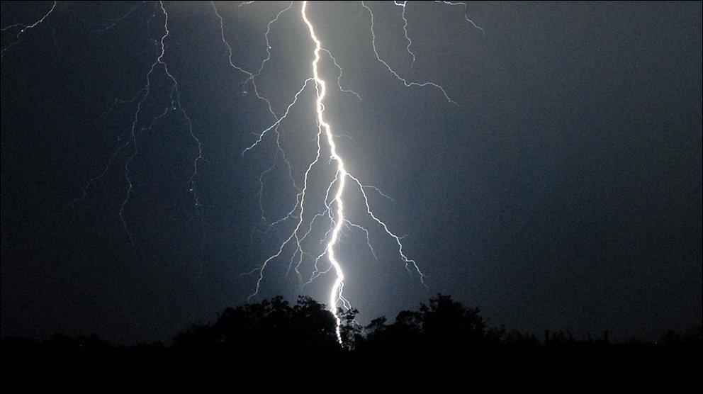 Картинки о природе молния в начале мая