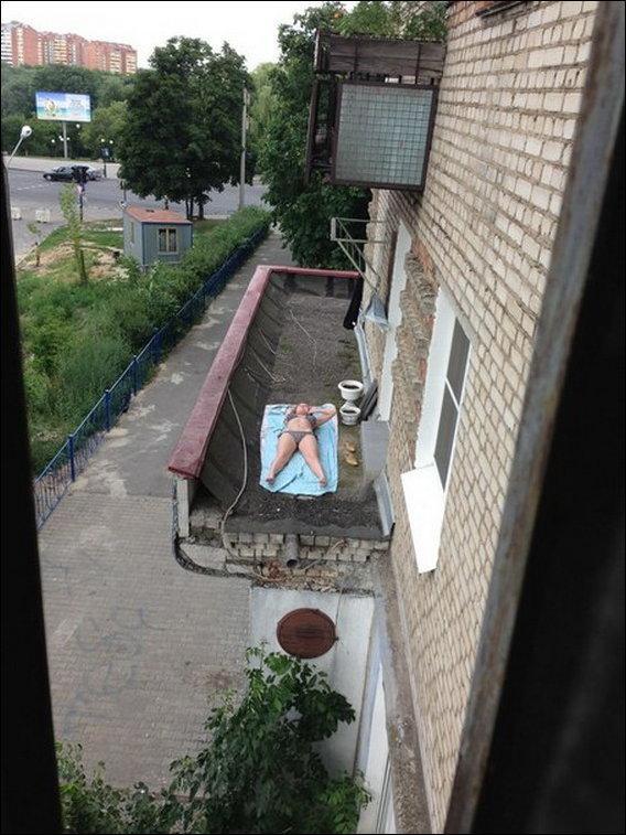 sosedka-zagoraet