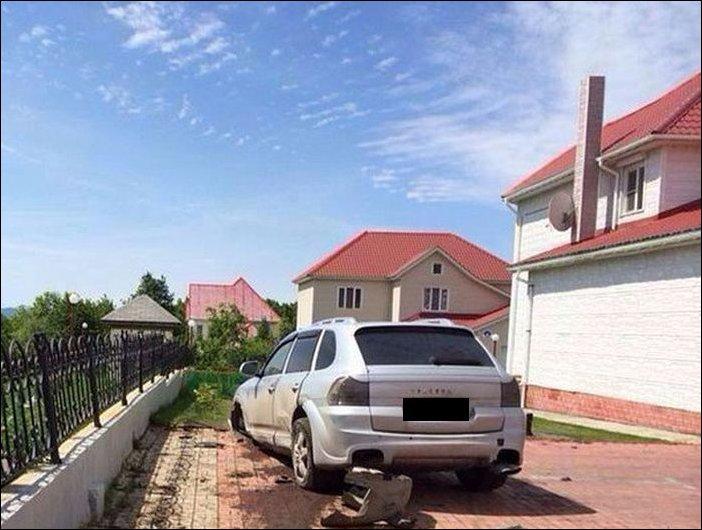 Девушка припарковала Каен