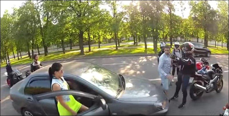 Нападение байкеров на машину с неожиданным финалом