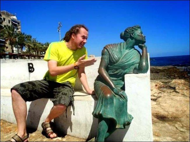 Смешные фото с памятниками