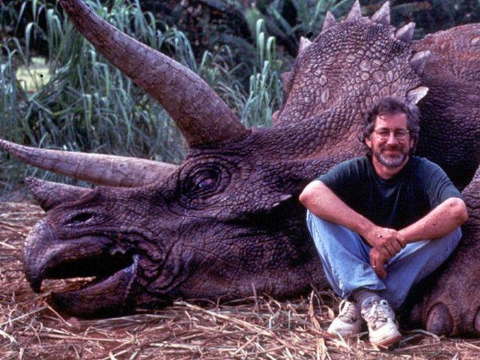Стивена Спилберга обвинили в убийстве динозавра