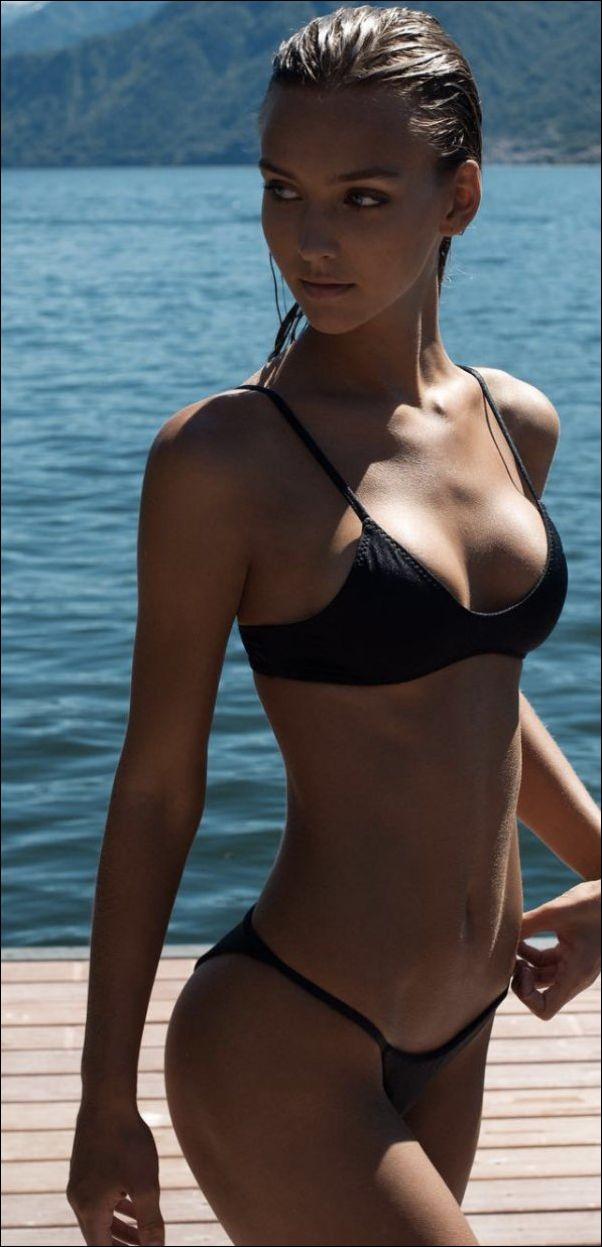 летние девушки в купальниках