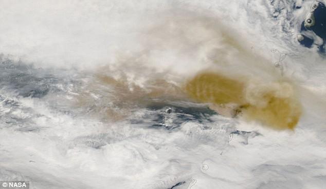sarychev-peak-volcano-eruption-04