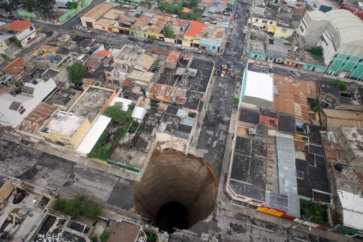 guatemala-hole-01