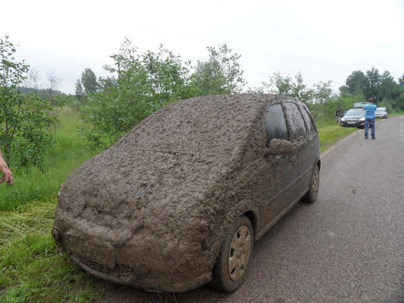 Фото машины в грязи