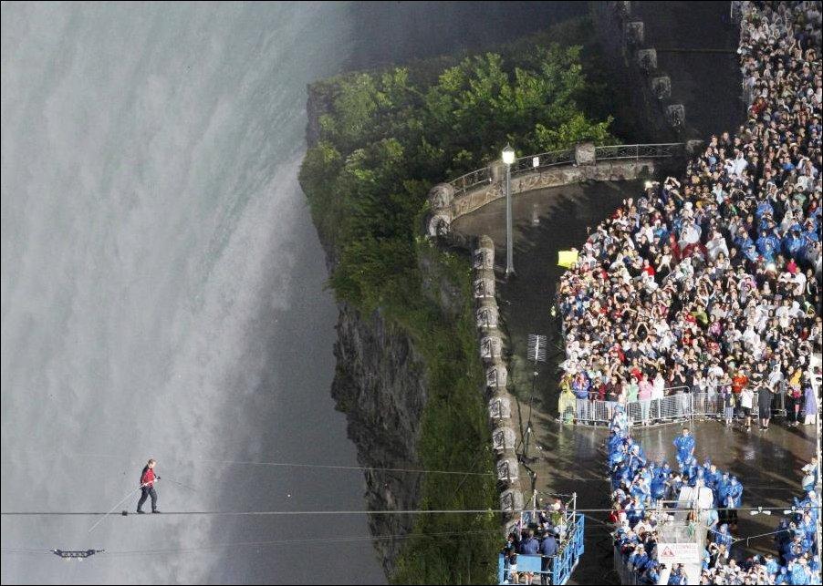 По канату через Ниагарский водопад