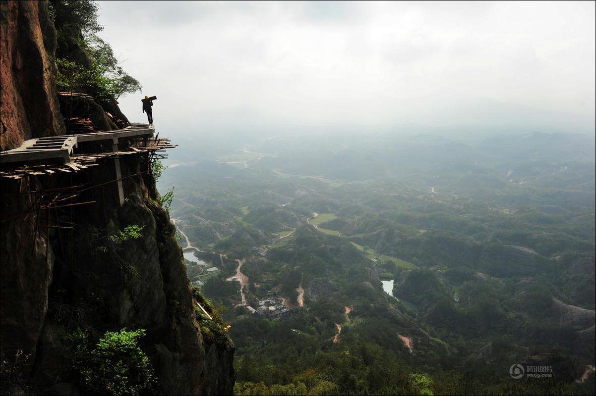 Строительство экскурсионной тропы в Китае