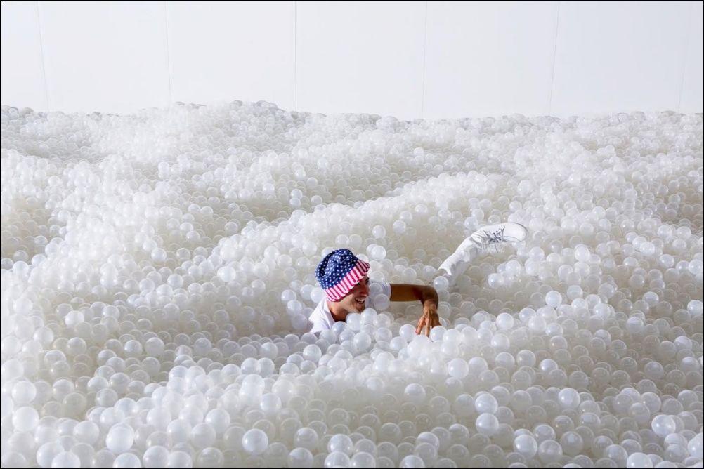 Океан пластиковых шариков