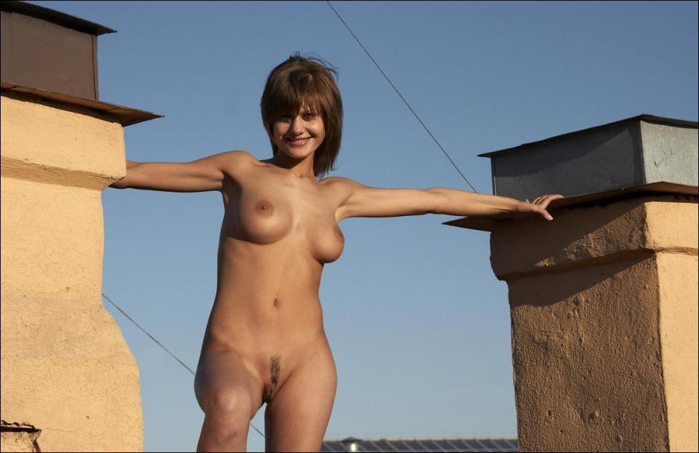 На крыше дома две девушки видео эротика #5