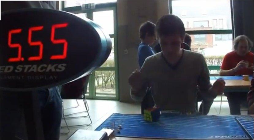 Мировой рекорд сборки кубика Рубика