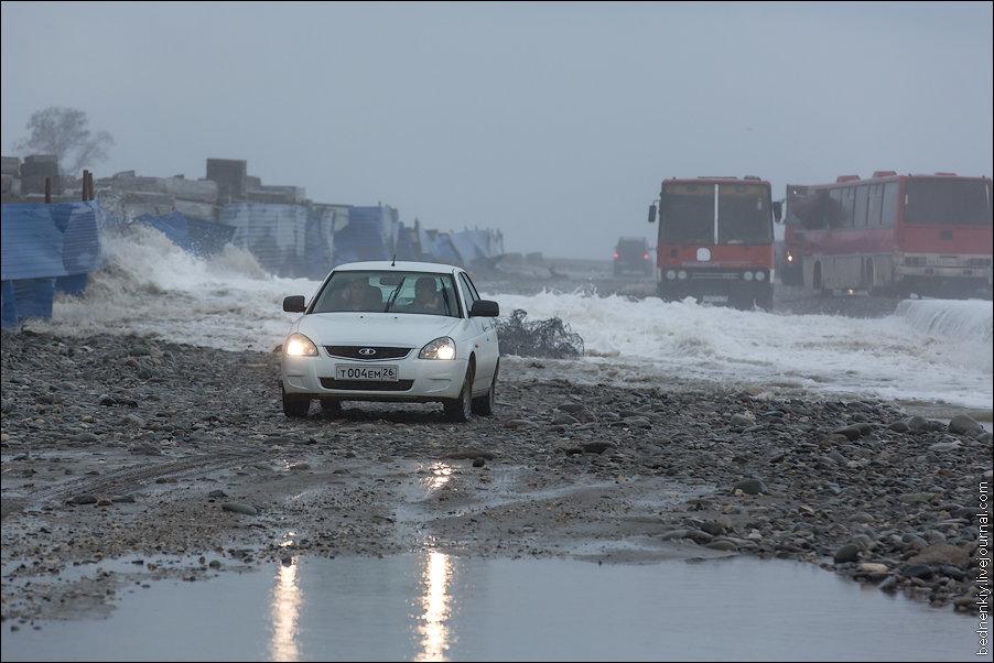 Шторм в Сочи разрушил берегоукрепление