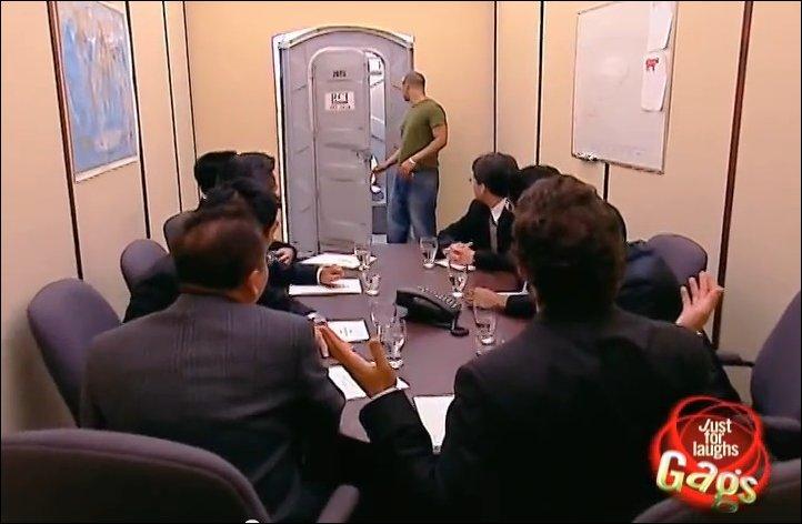 Туалет телепорт розыгрыш
