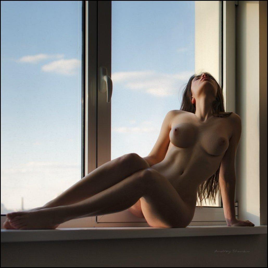 Фотографии голых через окна 20 фотография
