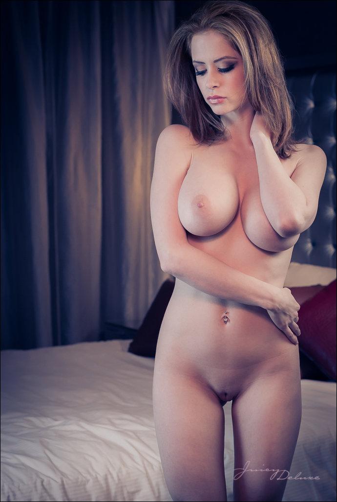 Фото голых женщин с красивой грудью