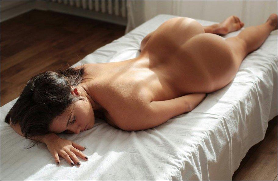 в постели сзади фото